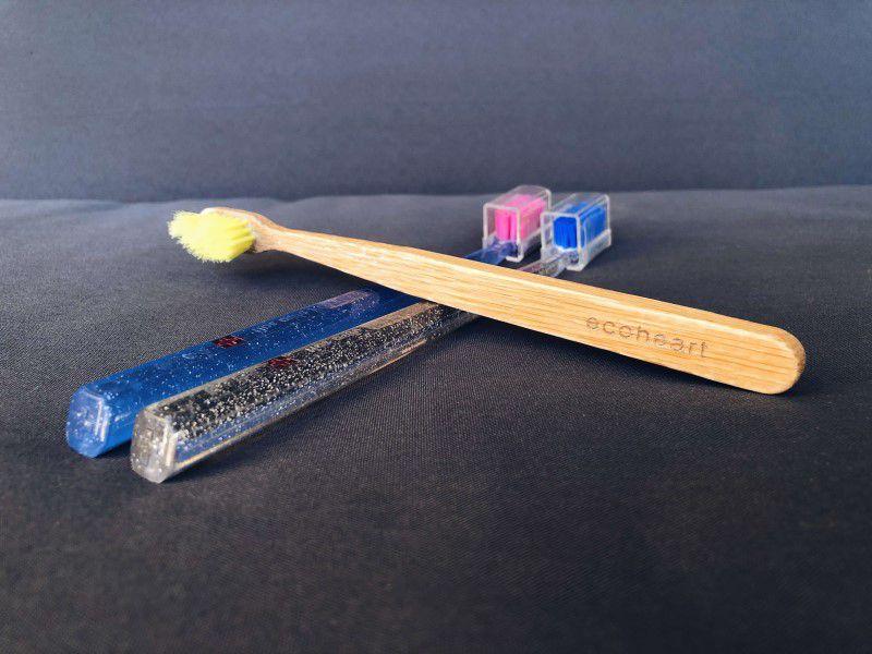 Plastové kefky a bambusová zubná kefka